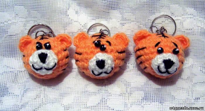 Расскажу, как я вязала брелки для ключей - обожаю тигров. свой цитатник или сообщество!  Брелок-тигр.