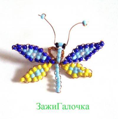 Для бабочки возьмите бисер трёх цветов и тонкую проволоку.  Сплетите параллельным низанием по 2 больших и маленьких...